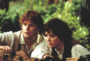 THE LORD OF THE RINGS: THE FELLOWSHIP OF THE RING, Sean Astin as Samwise Gamgee, Elijah Wood as Frodo Baggins, 2001