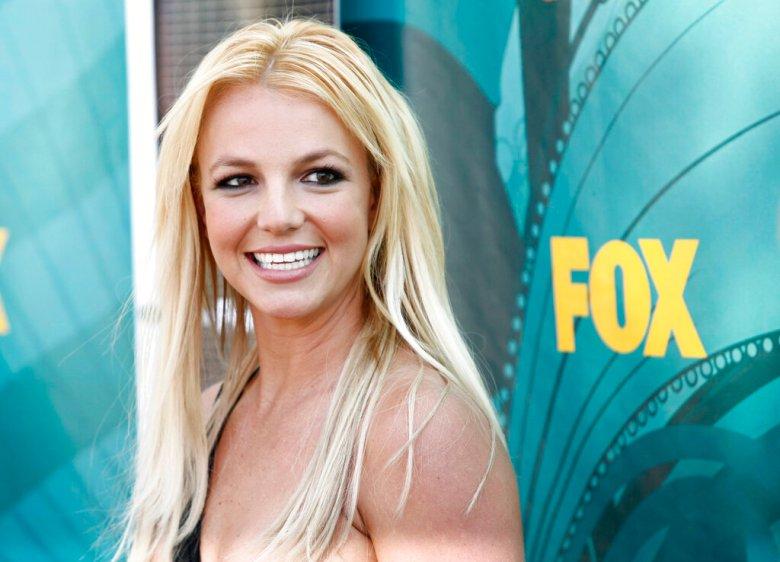 Britney Spears arrives at the Teen Choice Awards on Sunday Aug. 9, 2009, in Universal City, Calif. (AP Photo/Matt Sayles)