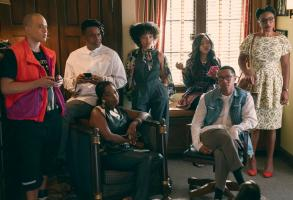 DEAR WHITE PEOPLE (L to R) JEMAR MICHAEL as AL, MARQUE RICHARDSON as REGGIE GREEN, ASHLEY BLAINE FEATHERSON as JOELLE BROOKS, LOGAN BROWNING as SAMANTHA WHITE, ANTOINETTE ROBERTSON as COCO CONNERS, DERON HORTON as LIONEL HIGGINS, and COURTNEY SAULS as BROOKE in episode 401 of DEAR WHITE PEOPLE Cr. LARA SOLANKI/NETFLIX © 2021