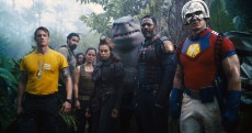THE SUICIDE SQUAD, foreground from left: Joel Kinnaman as Rick Flag, Reinaldo Faberlle as large guerrilla, Alice Braga as Sol Soria, Daniela Melchior as Ratcatcher II, King Shark (voice: Sylvester Stallone), Idris Elba as Bloodsport, John Cena as Peacemaker, 2021. © Warner Bros. / courtesy Everett Collection
