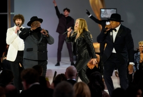 Cedric The Entertainer, Rita Wilson, and LL Cool J appear at the 73RD EMMY AWARDS, broadcast Sunday, Sept. 19 (8:00-11:00 PM, live ET/5:00-8:00 PM, live PT) on the CBS Television Network and available to stream live and on demand on Paramount+. -- Photo: Cliff Lipson/CBS ©2021 CBS Broadcasting, Inc. All Rights Reserved.