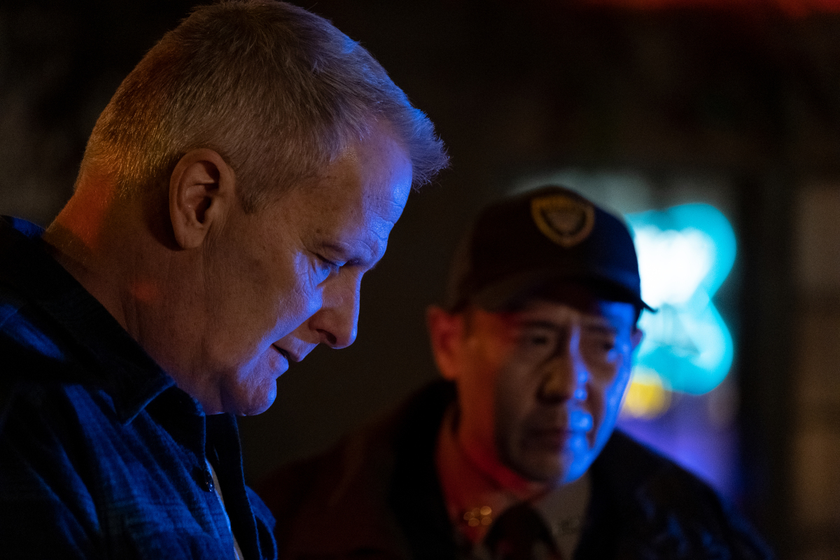 """(L-R): Jeff Daniels as Del Harris and Rob Yang as Steve Park in AMERICAN RUST, """"The Mill"""". Photo credit: Dennis Mong/SHOWTIME."""