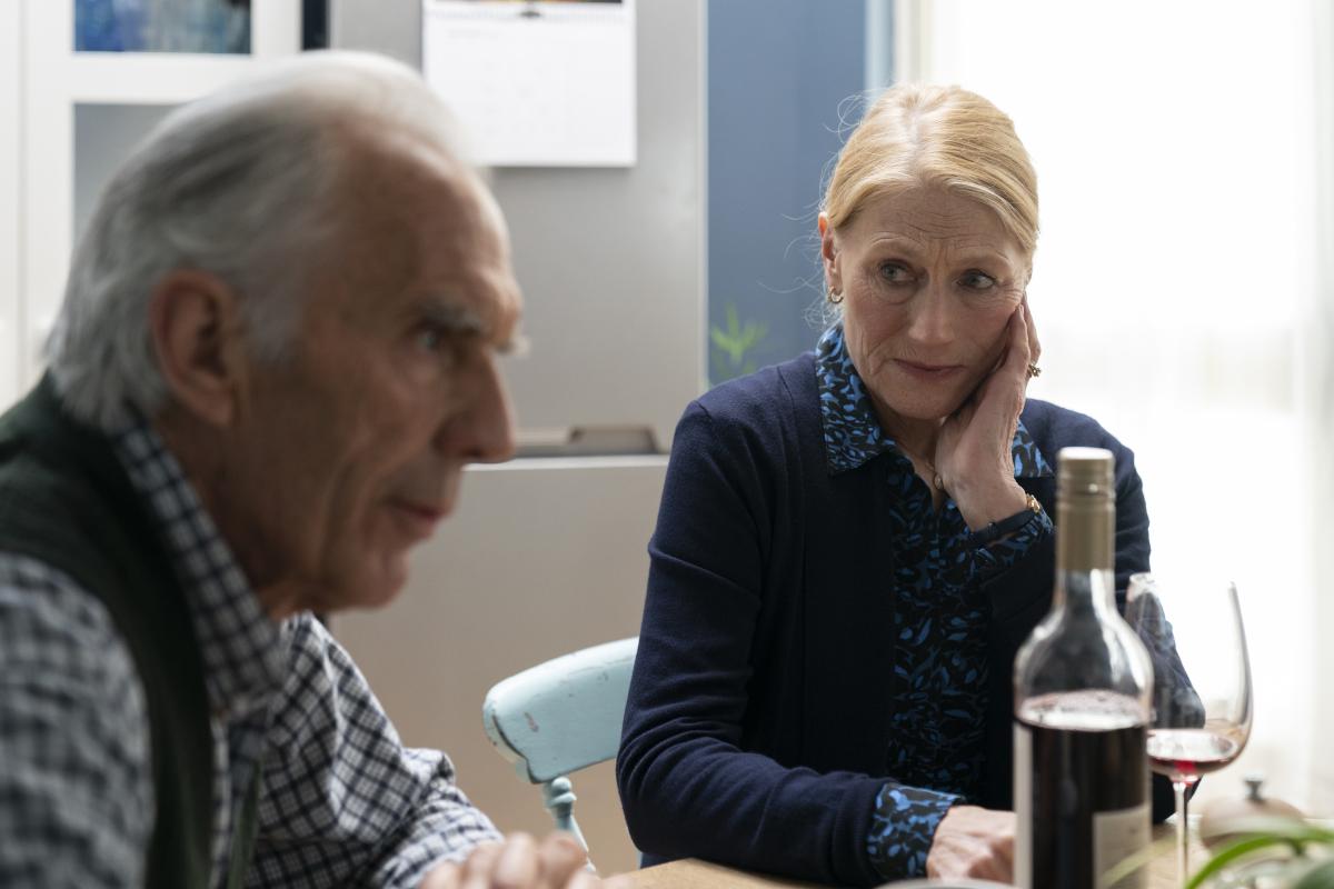 "(L-R): Richard Durden as Oscar and Geraldine James as Caroline in BACK TO LIFE, ""Episode 1"". Photo credit: Luke Varley/SHOWTIME."