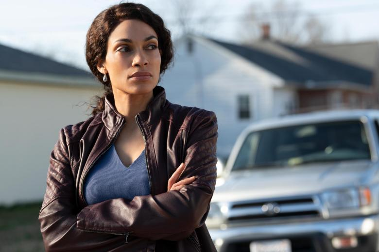 """Dopesick -- """"The 5th Vital Sign"""" - Episode 103 -- Doctor Finnix begins to taper Betsy off OxyContin, Bridget sees the toll the drug is taking on communities, Rick and Randy investigate the world of """"pain societies"""", and with sales climbing, Richard Sackler makes bigger plans for his new drug. Bridget (Rosario Dawson), shown. (Photo by: Gene Page/Hulu)"""