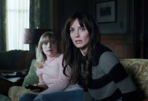 MALIGNANT, from left: Maddie Hasson, Annabelle Wallis, 2021. © Warner Bros. /Courtesy Everett Collection
