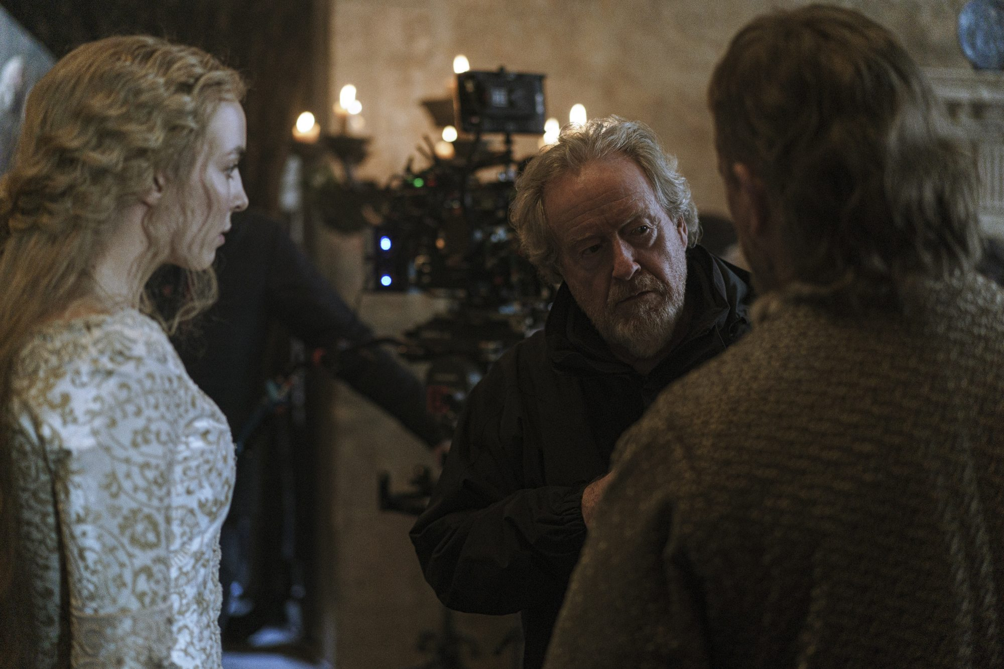 Jodie Comer, director Ridley Scott, and Matt Damon behind the scenes of 20th Century Studios' THE LAST DUEL. Photo by Jessica Forde. © 2021 20th Century Studios. All Rights Reserved.