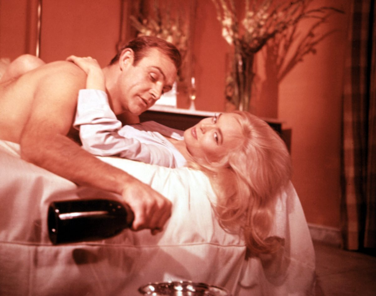 GOLDFINGER, Sean Connery, Shirley Eaton, 1964