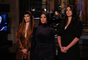 """SATURDAY NIGHT LIVE -- """"Kim Kardashian West"""" Episode 1807 -- Pictured: (l-r) Musical guest Halsey, host Kim Kardashian West, and Cecily Strong during Promos in Studio 8H on Thursday, October 7, 2021 -- (Photo by: Rosalind O'Connor/NBC)"""