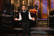 """SATURDAY NIGHT LIVE -- """"Rami Malek"""" Episode 1808 -- Pictured: Host Rami Malek during the monologue on Saturday, October 16, 2021 -- (Photo by: Will Heath/NBC)"""