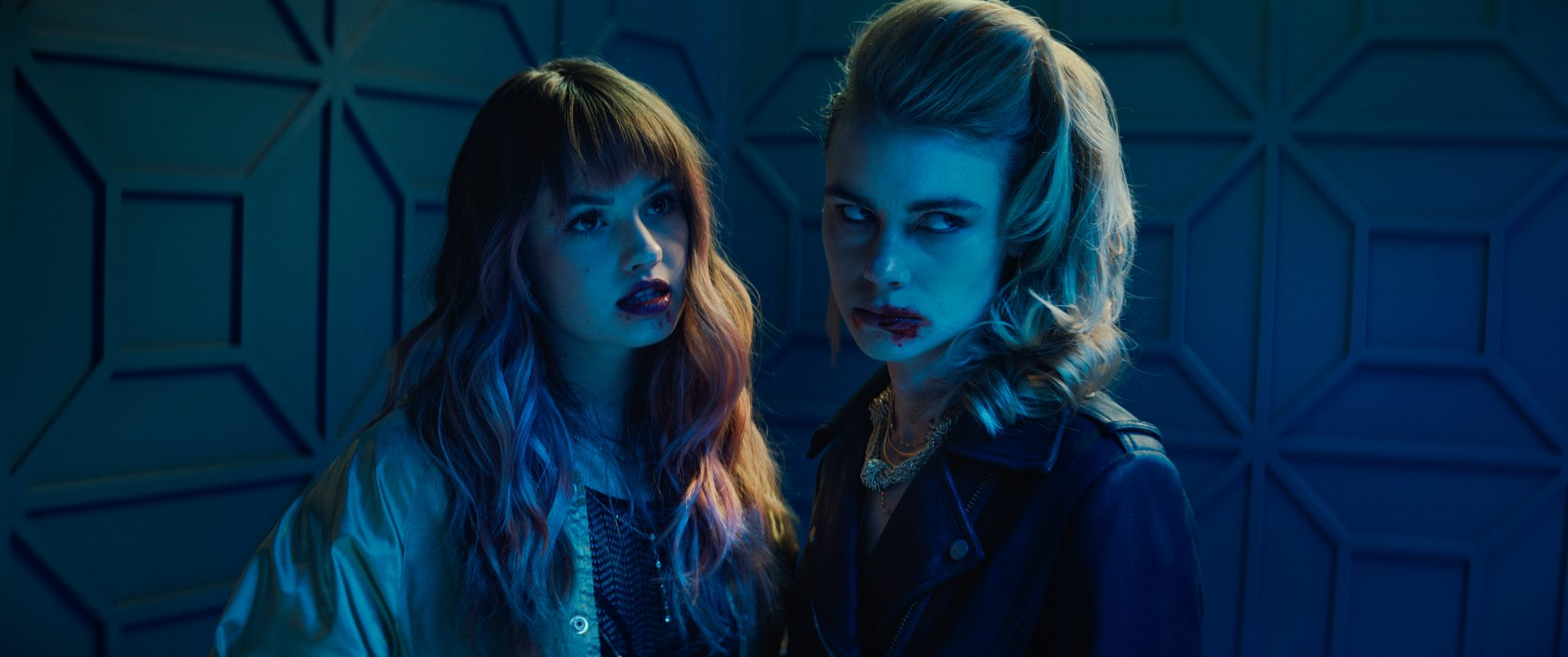 NIGHT TEETHDebby Ryan as Blaire and Lucy Fry as Zoe. Netflix © 2021