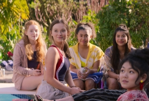 THE BABY-SITTERS CLUB (L to R) VIVIAN WATSON as MALLORY PIKE, SOPHIE GRACE as KRISTY THOMAS, ANAIS LEE as JESSI RAMSEY, KYNDRA SANCHEZ as DAWN SCHAFER, and MOMONA TAMADA as CLAUDIA KISHI in episode 201 of THE BABY-SITTERS CLUB Cr. COURTESY OF NETFLIX © 2021